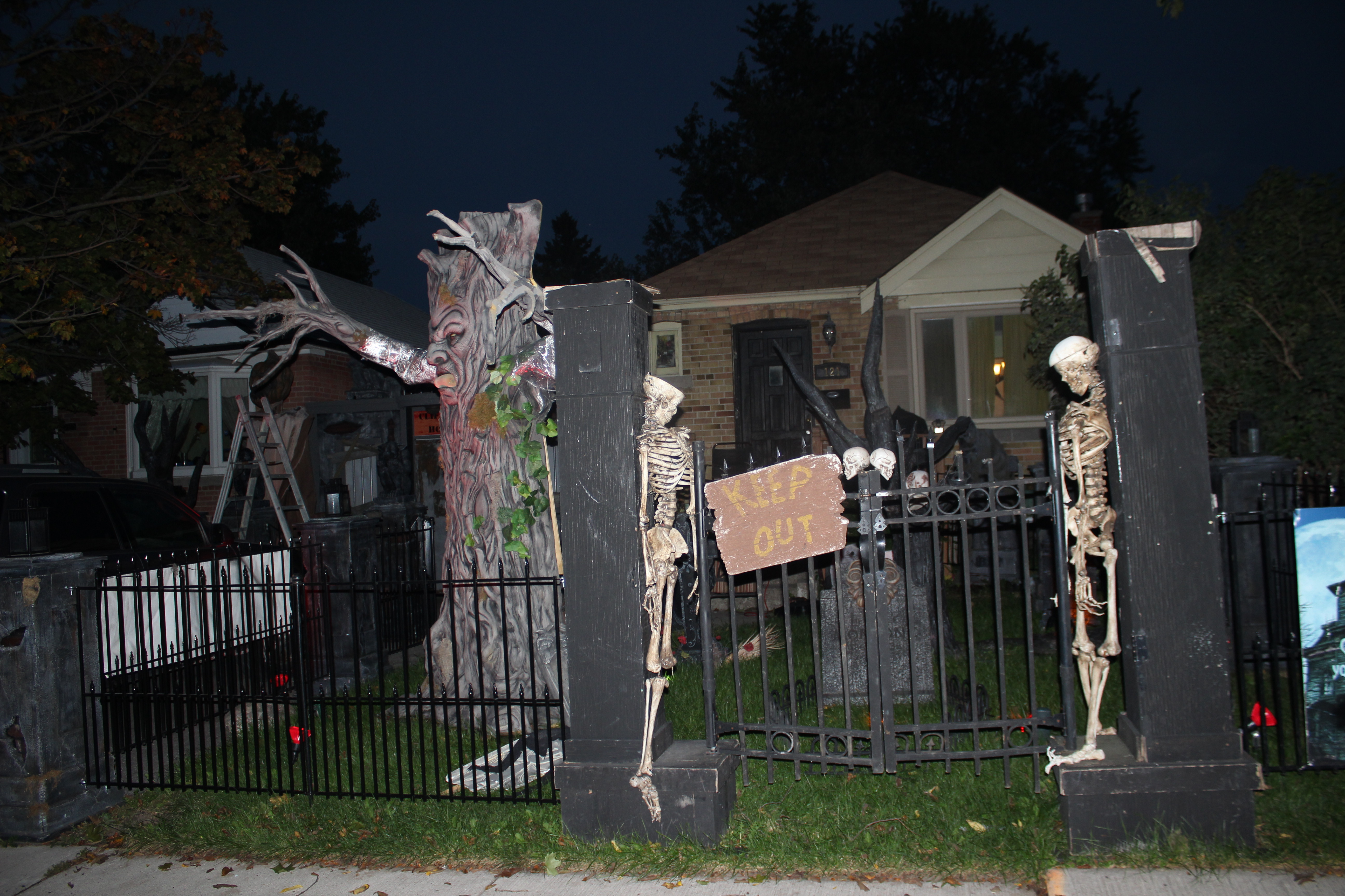 Rotten Ronnie's Halloween House